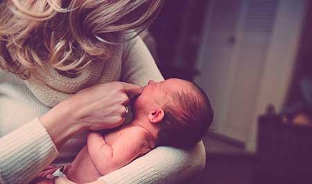 sustitución baja maternidad y paternidad